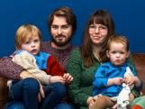 Vesper (2) wil niet eten, moedeloze ouders willen haar met dure therapie van 'sondetroep' af helpen