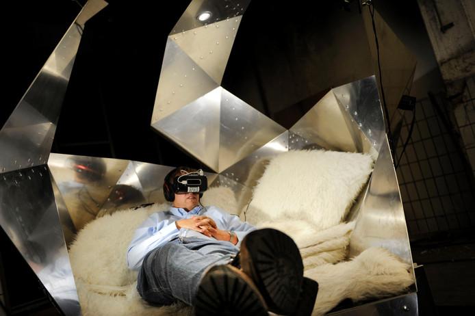 Met een 3D-bril op kun je op Gogbot een heel andere wereld betreden. Foto: Annina Romita