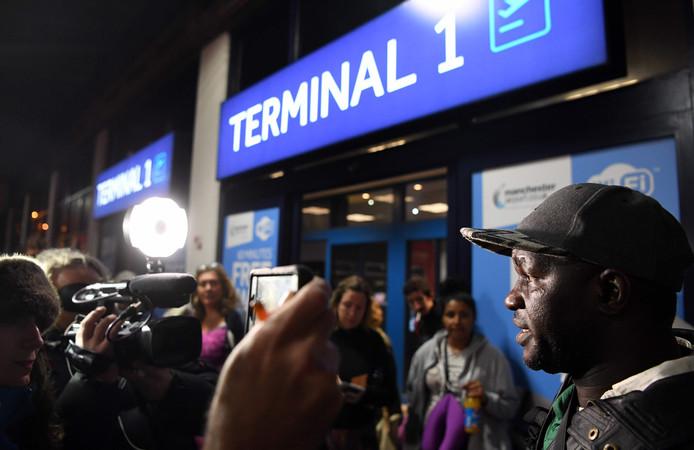 Bij de vliegvelden in Gambia is het een drukte van belang.