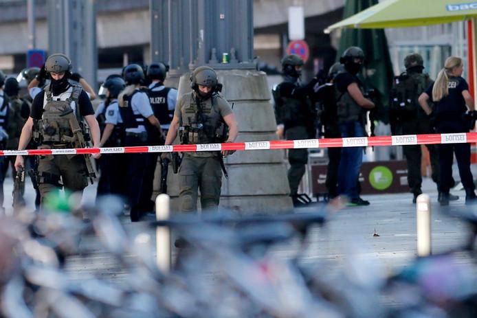 Massale politie-inzet bij het station van Keulen.