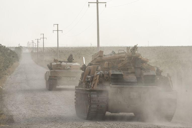Turkse tanks bij de grens met Syrië.  Beeld Getty Images