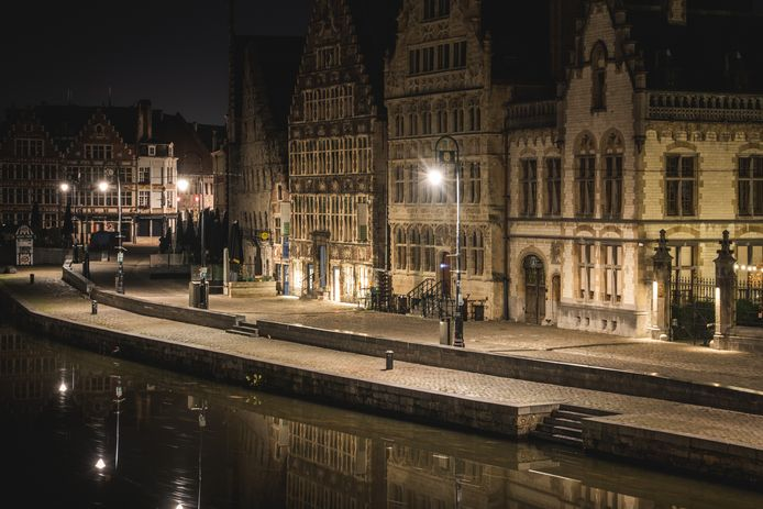De Gentse binnenstad na middernacht: helemaal verlaten. Zal dat ook op oudejaarsavond zo zijn?
