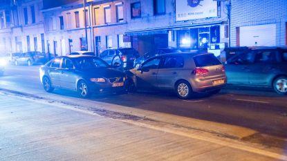 Wagen wijkt af van rijvak en raakt drie tegenliggers: bestuurder lichtgewond