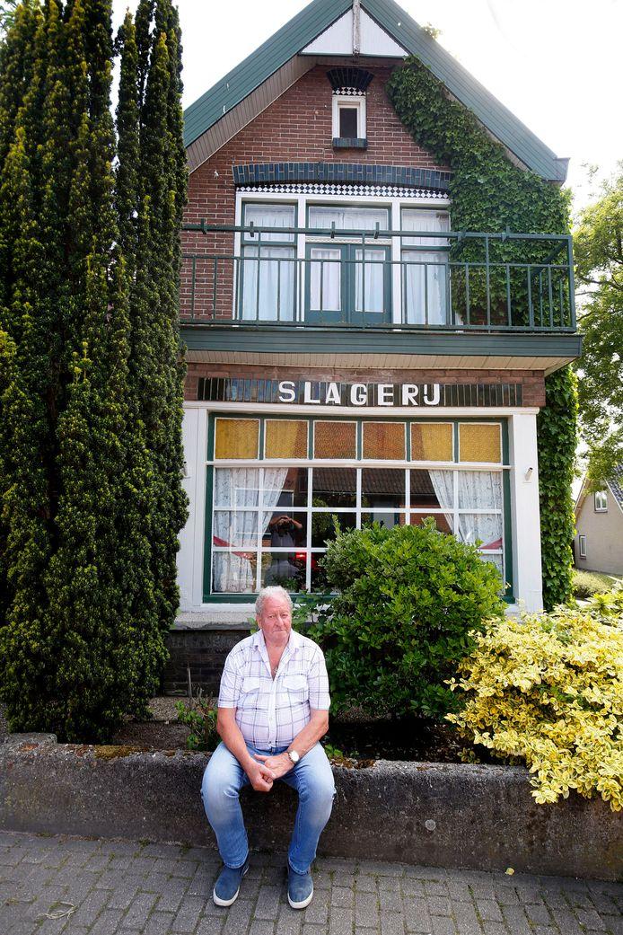 Gofke de Slager woont in dit huis met 'Slagerij' op de gevel.