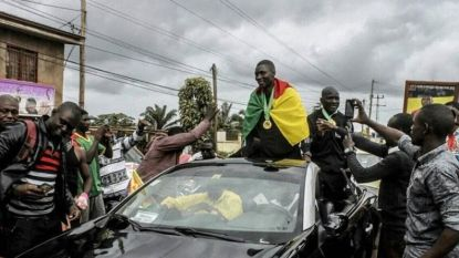 Scheidsrechter Africa Cup-finale krijgt warm welkom bij thuiskomst