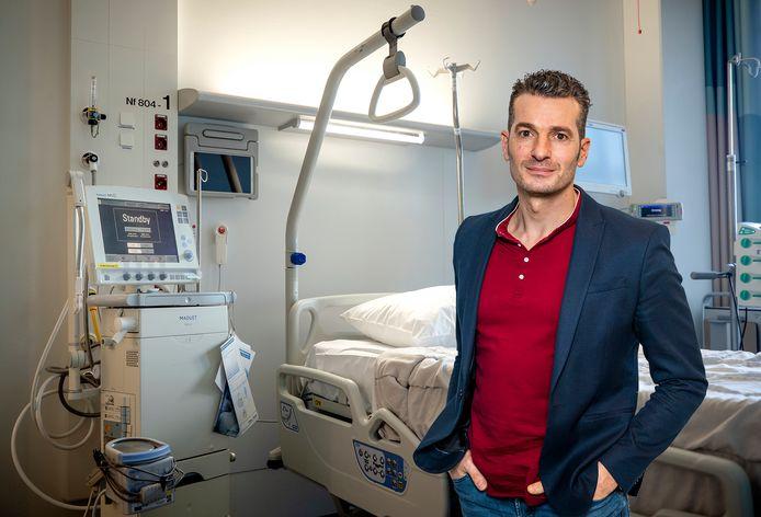 Een tot intensive care-unit omgebouwde kamer in het Erasmus MC. Het ziekenhuis heeft extra capaciteit vrijgemaakt voor de  toestroom van patiënten met het coronavirus.