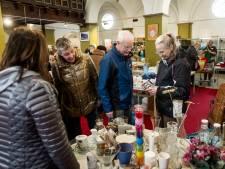 1500 euro voor voedselbank Almelo tijdens jaarlijkse rommelmarkt