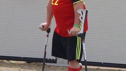 Steven speelt op één been EK 'Amp' Voetbal