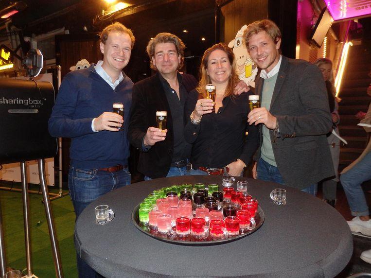 Team Heineken: Bas Scheffer, Maurice Herms, zijn partner Patricia Koldewijn en Tim Kuijer. Wel eerst de glazen vol Beeld Schuim