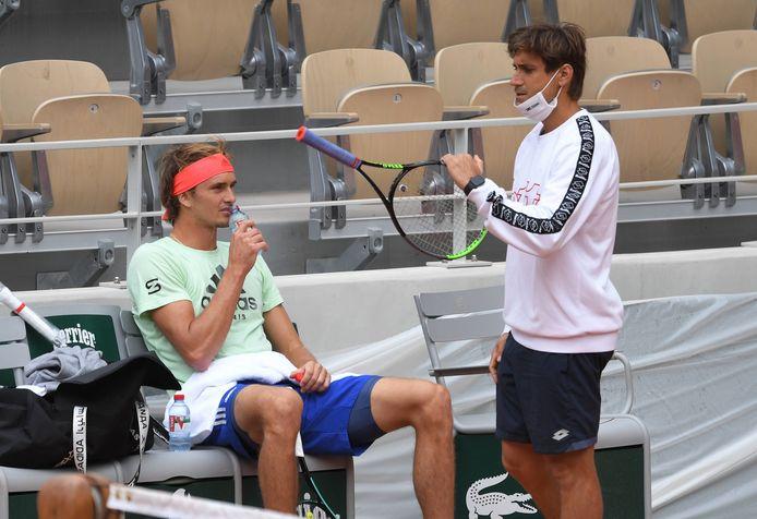 Alexander Zvereve met coach David Ferrer.