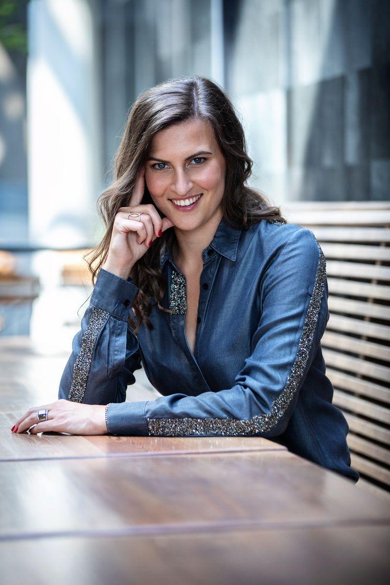 """Psychologe en relatietherapeute Chloé De Bie: """"Het is juist goed dat '365 Days' seksueel misbruik bespreekbaar maakt en in the picture brengt."""""""