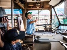 Liefhebbers van Arnhemse trolley staan te dringen om herinneringen op te halen