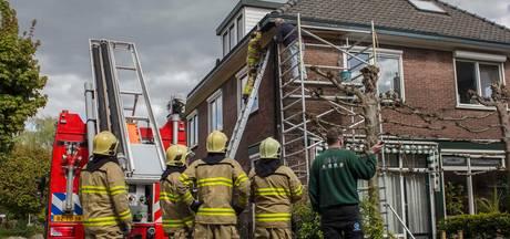 Dak vat vlam bij werkzaamheden met gasbrander in Dieren