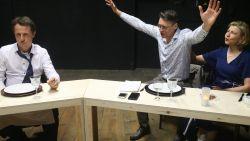 """Artsen spelen samen voor eerst in toneelstuk. """"Soms kruipen we per ongeluk in onze rol aan operatietafel"""""""