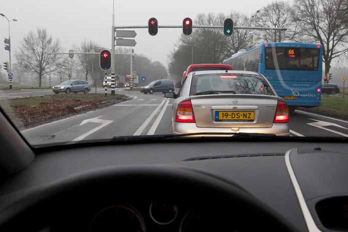 De verkeerslichten bij kruispunt Bos behoren straks tot het verleden.
