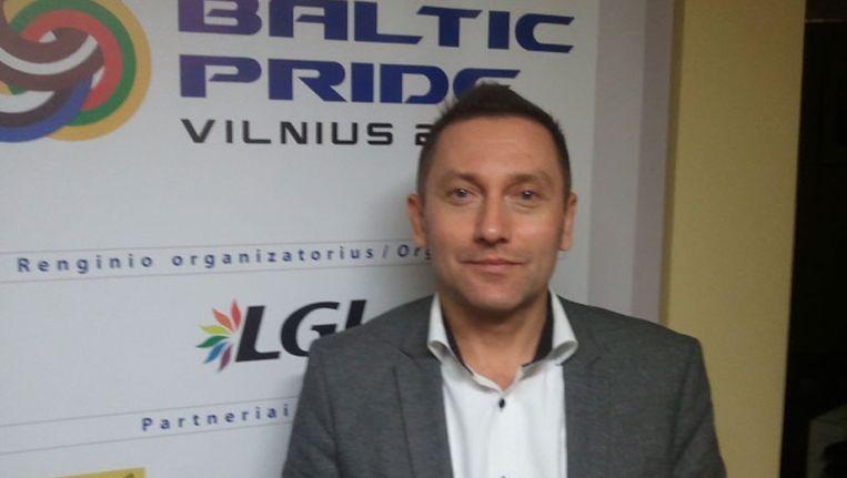 Vladimir Simonko, voorzitter Litouwse gay-vereniging LGL in zijn kantoor. Beeld Presseurop