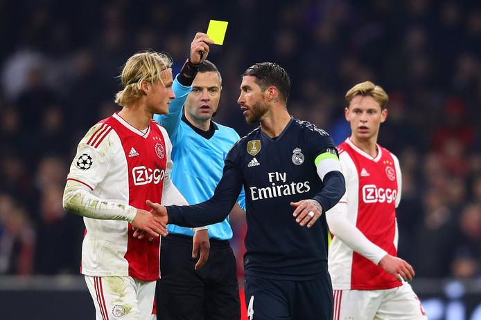 Sergio Ramos pakt bewust geel in de Arena en mist daardoor de return tegen Ajax in Madrid.