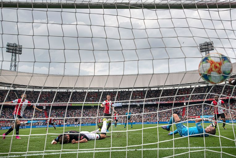 Sam Larsson scoort in blessuretijd de 2-2. Beeld Guus Dubbelman / de Volkskrant