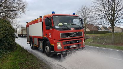 Brandweer uren in de weer met twee lange oliesporen