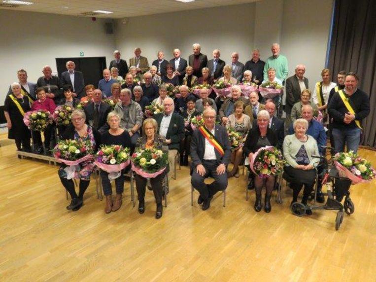 De koppels die 50 en 60 jaar getrouwd zijn, werden uitgenodigd door de gemeente.