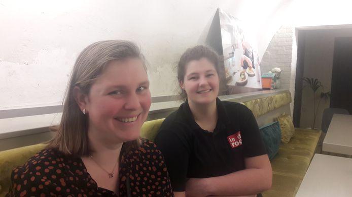 Valery van der Hoeven (links) en Ilona Schumacher willen met vijftien andere verstandelijk gehandicapten in een nieuw appartementencomplex in Hintham wonen.