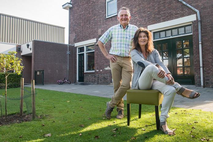 DORST - Chris Loonen en Rian Brockx in het tuintje bij dorpshuis de Klip.  Ze zijn optimistisch over de oprichting van nieuw Dorpsplatform in Dorst.