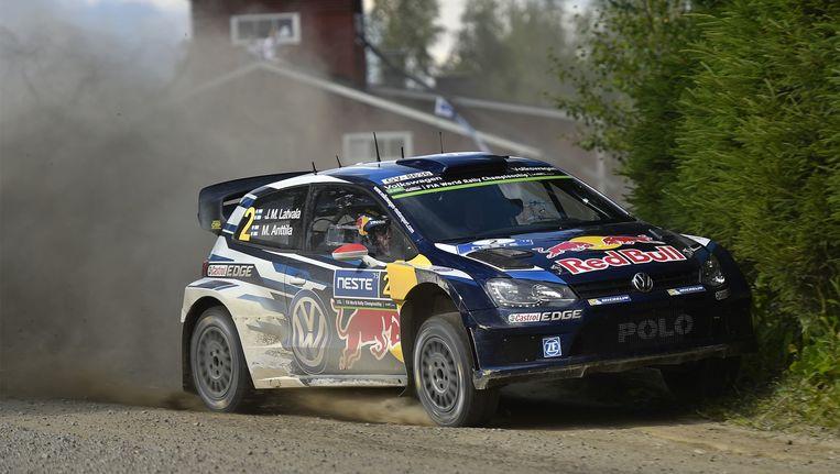 Jari-Matti Latvala blijft leider in de Rally van Finland.