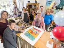 Winkel en kunstuitleen GildeHof in Losser 25 jaar: 'Wat ze hier doen is zó puur'