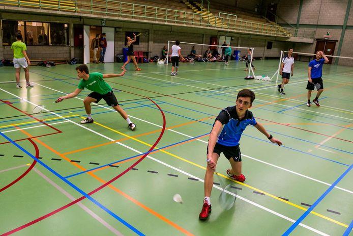 De badmintonclub in sporthal Den Willecom.