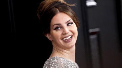 """Lana Del Rey haalt uit naar Ariana Grande en Beyoncé: """"Zij zingen over sexy zijn, laat mij dan zingen over verliefd zijn"""""""