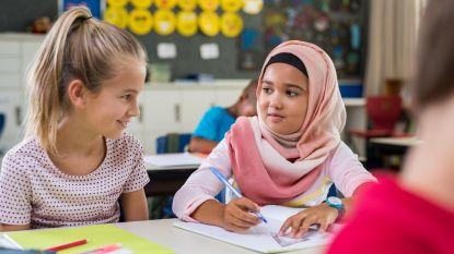 Oostenrijk verbiedt religieuze hoofddeksels op basisscholen: keppeltjes OK, hoofddoeken niet