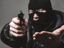 Hoofdverdachte (22) gewapende overvallen in Twente komt vrij, OM 'zeer ongelukkig'
