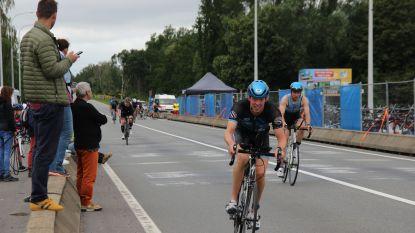 Triatleten leggen wedstrijd af in Oudenaarde, publiek blijft op vraag van organisatie grotendeels weg