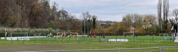 Zaterdagmiddag kwam een Brusselse voetbalploeg trainen op het voetbalveld van ERC Hoeilaart. Elf spelers kregen een boete.