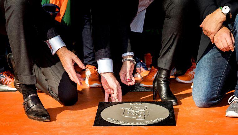 Alle medaillewinnaars krijgen in het Holland House zo'n tegel Beeld anp