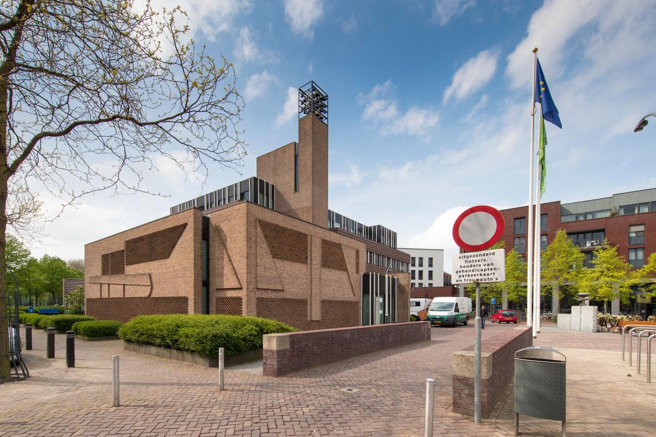 Dronten neemt voor de verbouwing van de raadszaal in het gemeentehuis die van Assen en Hoogeveen als voorbeeld.