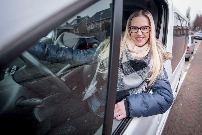 Daphne Klaver hoopt voor de zoveelste noodzakelijk operatie het roze papiertje in haar bezit te hebben, want dan is ze minder afhankelijk.