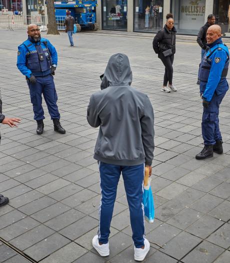 Drukke tijden voor handhavers in Rotterdam: 'Liever een bon uitdelen dan een leven verliezen'
