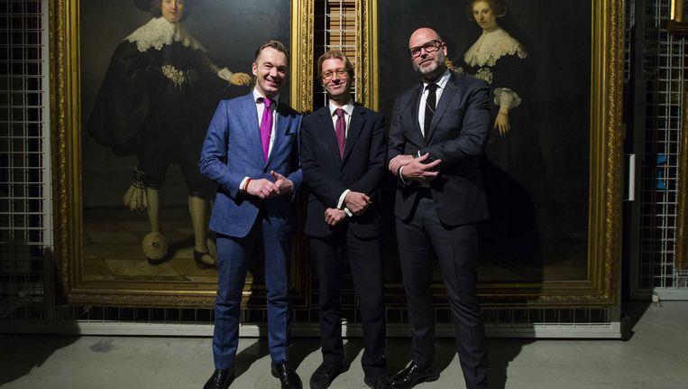 Taco Dibbits (midden) wordt de nieuwe directeur van het Rijksmuseum in Amsterdam. Hij volgt Wim Pijbes (links) op, die binnenkort opstapt. Beeld anp