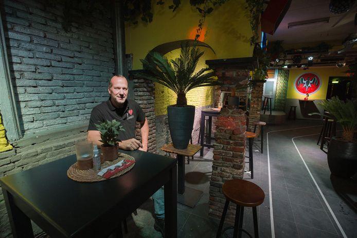 Frank van Dijk in zijn café Sands op het Stratumseind.