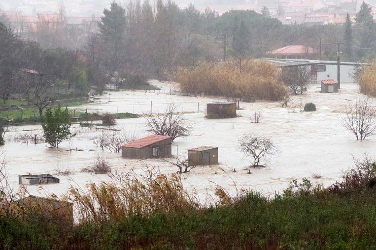 De rivier Agly is buiten zijn oevers getreden en zet grote delen van de regio onder water.