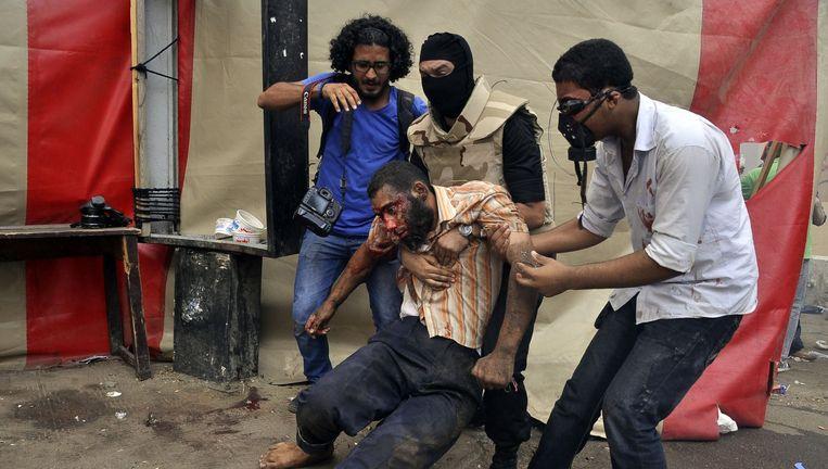 Augustus 2013. Een gewonde betoger op het Tahrirplein. Beeld AFP