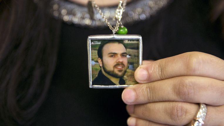 De vrouw van gevangene Saeed Abedini laat zijn foto zien in juni. Beeld ap