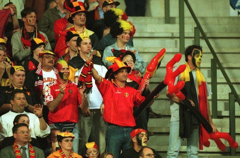 De sfeer zat er goed in tijdens de openingsmatch van Euro 2000.