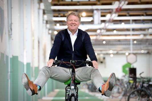 Wouter Jager, directeur van de Accel Group (onder andere Batavus en Sparta) heeft reden tot lachen. De fietshandel beleeft gouden tijden door de populariteit van de e-bike.
