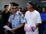 Ronaldinho speelt potje voetvolley in gevangenis Paraguay