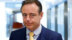 """De Wever steekt Francken voorbij als populairste politicus, """"maar angst slaat me om het hart"""""""