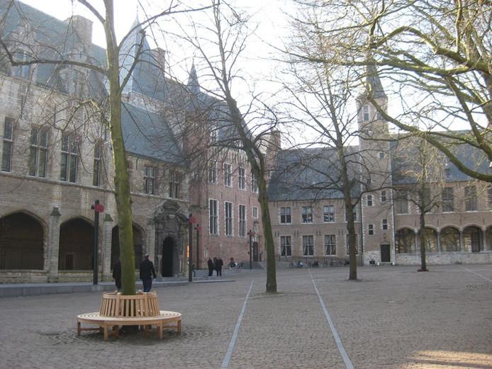 Het Abdijplein, met het provinciehuis, in Middelburg.