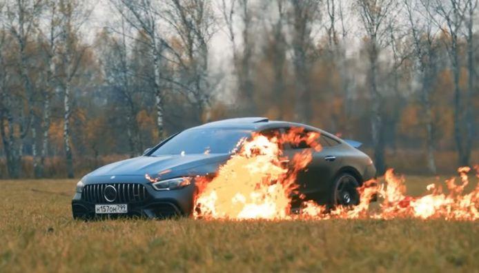 De brandende Mercedes-AMG