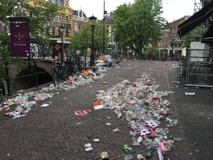 De Utrechtse binnenstad is vrijdagochtend nog niet overal schoon.